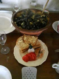Mussels on table - voila!